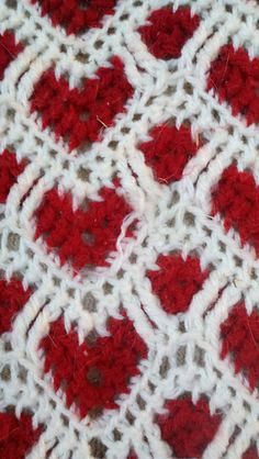 Ravelry: sheraynes Hearts + Waves Afghan this looks easy: ripples - white, red, white, with white tr leapfrogging red..... ripples on one side hearts on the other.