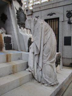 powerful - spooky Picture Taken in Recoleta Cemetery Argentina Cemetery Monuments, Cemetery Statues, Cemetery Headstones, Old Cemeteries, Cemetery Art, Graveyards, Recoleta Cemetery, La Danse Macabre, Post Mortem