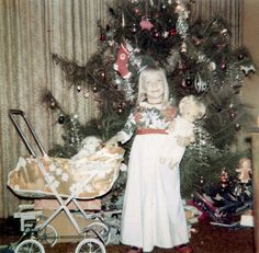 vintage christmas: 1974 That's my doll Ghost Of Christmas Past, Old Christmas, Old Fashioned Christmas, Retro Christmas, Christmas Morning, Christmas Pictures, All Things Christmas, Christmas Trees, Xmas Photos