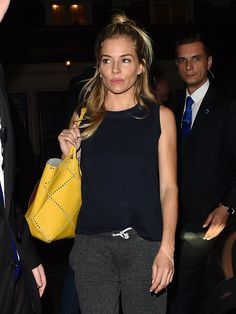 Sienna Miller Shows Off a Brit Girl Hair Trick at London& Apollo Theatre Sienna Miller Hair, Sienna Miller Style, Looks Street Style, Looks Style, My Style, Style Hair, Look Casual, Mode Inspiration, Fashion Outfits