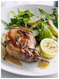 Low-carb am Abend ist mit diesem tollen Rezept garnicht schwer: Gebratenes Kotelett mit Honig-Rosmarin-Glasur