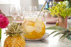 Clericot   Receita Panelinha:  Refrescante, lindo e saboroso. Este clericot é fácil, fácil de fazer e uma delícia de beber.