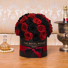 Rosen Arrangements, Beautiful Flower Arrangements, Floral Arrangements, Beautiful Flowers, Flower Box Gift, Flower Boxes, Rose Flower Pictures, Red Rose Bouquet, Luxury Flowers