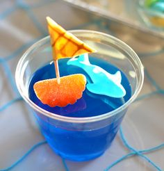 Pool Party : Blue jello cup with tangerine and gummy shark : Yummy and easy treat! Baby Shower Themes, Baby Boy Shower, Ocean Theme Baby Shower, Pirate Baby Shower Ideas, Fete Laurent, Blue Jello, Party Fiesta, Party Party, Shower Party