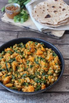 Curry de pois chiche et de courge Butternut, Chapati maison – Rock the Bretzel - pinlike Veggie Recipes, Indian Food Recipes, Diet Recipes, Vegetarian Recipes, Healthy Recipes, Ethnic Recipes, Homemade Chapati, Cuisine Diverse, Greens Recipe