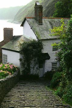 wanderthewood:  Clovelly, Devon, England by kenhoffman50