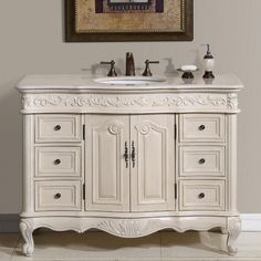 lavabo de madera blanca al estilo victoriano