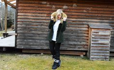 Fake Fur and Moon Boots Moon Boots, Fake Fur, Winter Outfits, Vest, Jackets, Fashion, Down Jackets, Moda, Jacket