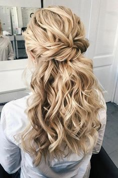 57 Gorgeous Wedding Hairstyles For A Gorgeous Rustic Barn Wedding, Peinados, Blown away with these 57 Beautiful Messy wedding hair ,textured updo, half up half down bridal hairstyles . Bridal Hair Half Up, Messy Wedding Hair, Wedding Hair And Makeup, Long Curly Bridal Hair, Bridesmaid Hairstyles Half Up Half Down, Half Up Wedding Hair, Twist Hairstyles, Down Hairstyles, Hairstyles Pictures