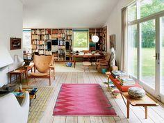 """日本でブームになっている温かくて素朴な北欧家具ですが、""""家具好きが最後に行きつく家具""""と称されるほどの家具デザイナーがいます。 それがフィン ユール。フィン ユールはデンマークを代表する家具デザイナーで別名「家具の彫刻家」とも言われています。"""