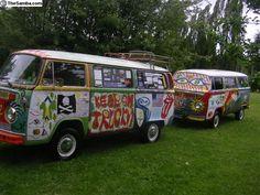 Painted Bus. Vintage VW Vans <O>