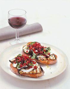 Bruschetta con melanzana e bufala: Scopri come preparare questa deliziosa ricetta. Facile, gustosa e adatta ad ogni occasione. Questo pane, pizze e derivati ha un tempo di preparazione di 30 minuti.
