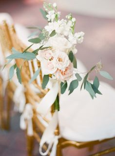 Soft florals: http://www.stylemepretty.com/little-black-book-blog/2015/04/08/hint-of-glamour-crosley-estate-wedding/ | Photography: Justin DeMutiis - http://justindemutiisphotography.com/