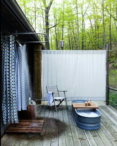 weird rustic little privacy deck. I kinda like it in a hillbilly-chic kind of way