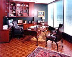 Mahogany desk plus big leather chair Law Office Design, Office Interior Design, Office Interiors, Interior Design Living Room, Room Interior, Future Office, Table Desk, Home Office, Corner Desk