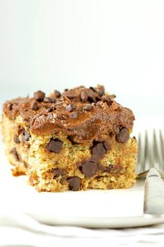 Imagine a banana cake with peanut butter, chocolate chips, and a DREAMY chocolate frosting. That's what this delicious Vegan Chunky Monkey Cake is all about!