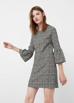 Desenli ve fırfırlı elbise