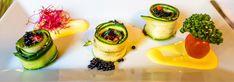 Estos rollitos de calabacín con paté de anchoas son una delicia que se cocina muy fácilmente. Toma nota de cómo prepararlos. Vegan Perfume, Israeli Food, Vegan Ice Cream, Vegan Restaurants, Vegan Cheese, Tostadas, Worlds Of Fun, Vegan Friendly, Sushi