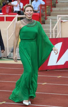 July Prince Albert and Princess Charlene of Monaco attended the Medal Ceremony of the IAAF Diamond League Herculis race at Louis II Stadium in Monaco Princesa Charlene, Kelly Monaco, Prince Albert, Grace Kelly, Cold Shoulder Gown, Style Royal, Emerald Green Dresses, Royal Clothing, Green Gown