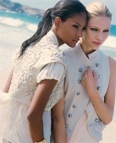 Campaign CARLOS MIELE Spring-Summer 2009. Model: Aline Weber and Emanuela de Paula. Photographer: Michael Roberts.