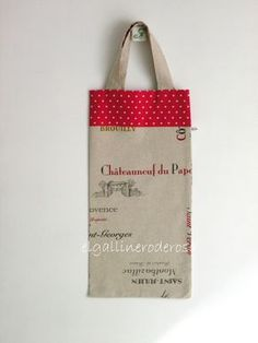 Hoy os traigo otra bolsa para el pan, la he hecho con una tela que hace mención a bodegas de vino franceses, la he combinado con lunares roj... Carrier Bag Holder, Chateauneuf Du Pape, Creative Bag, Bread Bags, Cute Bags, Reusable Tote Bags, Crochet, Baguette, Canvas
