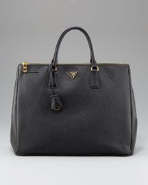 Anything that looks like this works. One black structured bag for everyday.