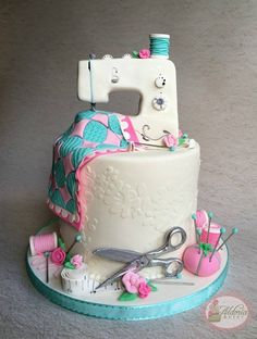 Sewing Machine Cake Ideas Birthday 35 Ideas For 2019 Sewing Machine Cake, Sewing Cake, Sewing Machines, Pretty Cakes, Beautiful Cakes, Amazing Cakes, Cake Icing, Fondant Cakes, Cupcake Cookies