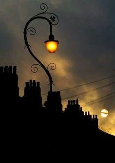 Gas Lamp in Dublin moonlight Muebles Estilo Art Nouveau, Night Light, Light Up, Lantern Lamp, Photos Voyages, Street Lamp, Tripod Lamp, Outdoor Lighting, Lamp Light