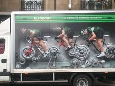 Nice ad for Europcar in the street of Paris (www.PageMonde.com)