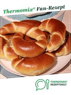 Ein Thermomix ® Rezept aus der Kategorie Brot & Brö… Milk croissants from -mija-. A Thermomix ® recipe from the category Bread & Rolls on www.de, the Thermomix® Community. Pizza Recipes, Bread Recipes, Baking Recipes, Dessert Recipes, Croissants, Bread Bun, Bread Rolls, Rigatoni, Vegetable Drinks