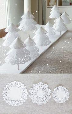 Weihnachtsdeko-selber-basteln-zierdeckchen-tannenbaume-staebchen