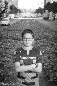 NOMBRE: ALFONSO YÁÑEZ  PROFESIÓN: LIC. EN RELACIONES INTERNACIONALES / FUTBOLISTA FRUSTRADO -RISAS-.  EDAD: 31 AÑOS  NACIONALIDAD: MEXICANO  TWITTER: PONCHOPPER