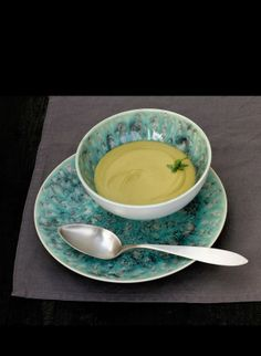 Peas  Cream recipe: 1/2Kg Peas. 150g Mince beef. 1 Tomato. 1 Onion. 1 Garlic piece. Olive Oil. salt and Pepper. 1/2L.  Broth Soup. 150g. Half Cream. Butter. Via La Cuina de la Violeta.