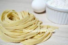 Vou ensinar vocês fazerem massa de macarrão caseira O passo a passo da receita de massa para macarrão é fácil e rápido. Como Fazer Massa de Macarrão Caseiro