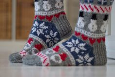 Knitted christmas socks / Jouluvillasukat by Pariton rasa Crochet Socks, Knit Or Crochet, Knitting Socks, Xmas Stockings, Wool Socks, Knitting Charts, Christmas Knitting, Yarn Crafts, Knit Patterns