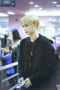 Like I said luv blonde Felix or anything Felix K Pop, Rapper, Felix Stray Kids, Korean Boy, Kid Memes, Lee Know, Lee Min Ho, Boyfriend Material, K Idols