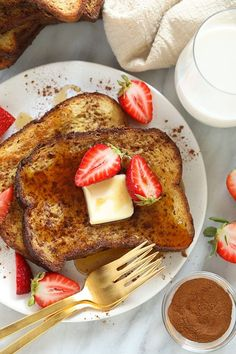 This Sheet Pan French Toast is the answer to your brunch dreams! It's ready to serve in under 30 minutes, and can easily be doubled to serve a crowd. Happy brunching! Oven Baked French Toast, French Bread French Toast, Banana French Toast, Cinnamon French Toast, French Toast Bake, French Toast Calories, Toast In The Oven, Morning Food, Brunch