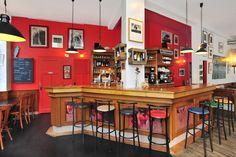 Le café Cortina à Rennes mériterait tous les regards...Niché derrière le centre Colombier, c'est un bistrot des années 30, comme on n'en fait plus beaucoup dans la capitale bretonne. Du café du matin au dernier verre du soir, le Café Cortina associe avec brio, convivialité, produits frais, cuisine bistrot et du marché. En quelque sortes les nouveaux critères de choix pour trouver l'endroit idéal pour s'attabler. Des prix défiants toute concurrence et un chef soucieux de ses invités.
