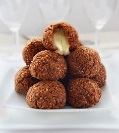 Quinoa Pizza Balls - diettaste.com - Yummm! I'm lactose intolerant though, so I might try these with almond cheese instead.