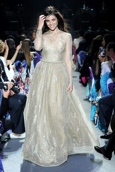 Gala amfAR 2013 Cannes Desfile The Ultimate Gold Collection Carine Roitfeld Elizabeth Taylor - Julia Restoin