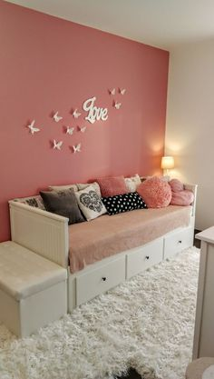 Girls daybed room - Kid room with love and butterfly Ikea Hemnes bed butterfly hemnes Genel Cute Bedroom Ideas, Cute Room Decor, Room Ideas Bedroom, Girl Bedroom Designs, Small Room Bedroom, Bedroom Decor, Bedroom Furniture, Bedroom Inspiration, Teen Bedroom Colors