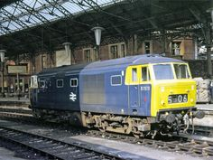 Hymek D7070 at Bristol Temple Meads on 6th July 1068. Built by Beyer Peacock Ltd and delivered on 8th March 1963. Withdrawn on 8th Sept 1972 and cut up at Swindon Works during Oct 1972.