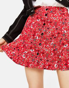 Skirt with buttons - Bershka #fashion #product #red #navy #blue #rojo #azul #marino #trend #trendy #girl #cool #outfit #young #skirt #buttons #buttoned #floral #flowers #falda #flores #botones