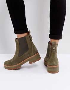 Buy Timberland Courmayeur Valley Olive Chelsea Boots at ASOS. Get the latest trends with ASOS now. Grunge Style, Soft Grunge, Mode Outfits, Grunge Outfits, Cute Shoes, Me Too Shoes, Timberland Chelsea, Chelsea Boots Outfit, Flat Boots Outfit