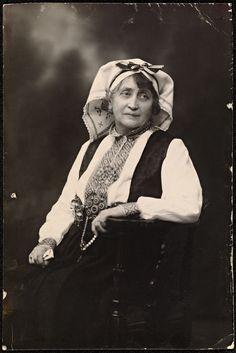 Portrett av Hulda Garborg (1862-1934) (National Library of Norway)