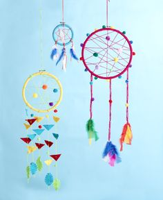 Dreamcatchers garlands and banners and dreamcatchers and mob Diy Crafts For Bedroom, Diy Crafts For Teen Girls, Crafts For Kids To Make, Baby Crafts, Diy Crafts To Sell, Fun Crafts, Arts And Crafts, Bastelarbeit Winter, Diy Dream Catcher For Kids