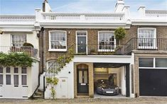 You'll love the interior of this cosy Holland Park mews house now for sale - 44 Holland Park Mews – London – garage – Lurot Brand - Holland House, Holland Park, London Townhouse, London House, Townhouse Exterior, Casa Retro, London Architecture, House Architecture, Chinese Architecture