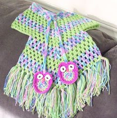 Cute Lil' Stay On Poncho: free pattern. Wold rather have a more feminine edging or a longer poncho and no edging. Crochet Toddler, Crochet Girls, Crochet Baby Clothes, Crochet For Kids, Free Crochet, Knit Crochet, Toddler Poncho, Baby Poncho, Crochet Crafts