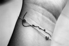 Tatuagens escritas são delicadas e charmosas; inspire-se WePick