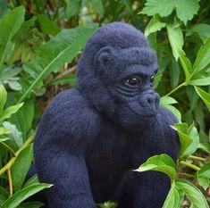 Gorilla. Needlefelting #monkey #felting King Kong, Needle Felting, Monkey, Teddy Bears, Knitting, Dogs, Artist, Pictures, Animals